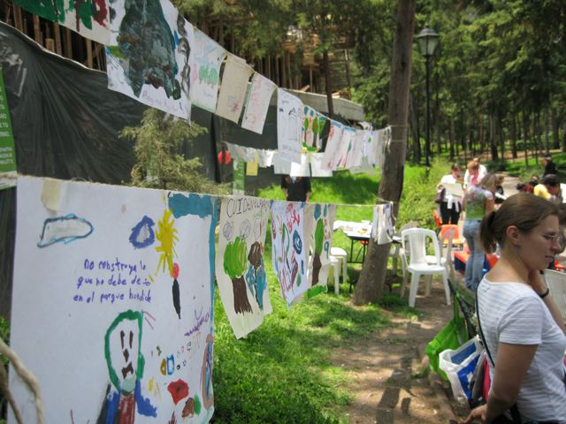Más de 80 niños dejaron más de 80 cuadros pidiendo salvar al parque