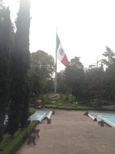 Bandera, reloj y fuentes del Parque Hundido