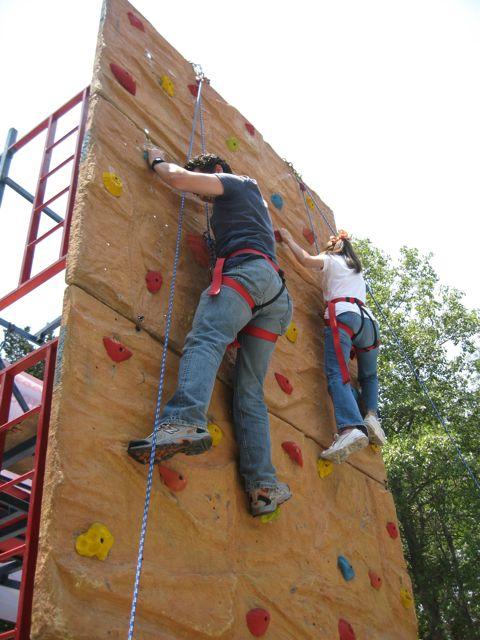 exito el muro  escalar vecinos del parque hundido